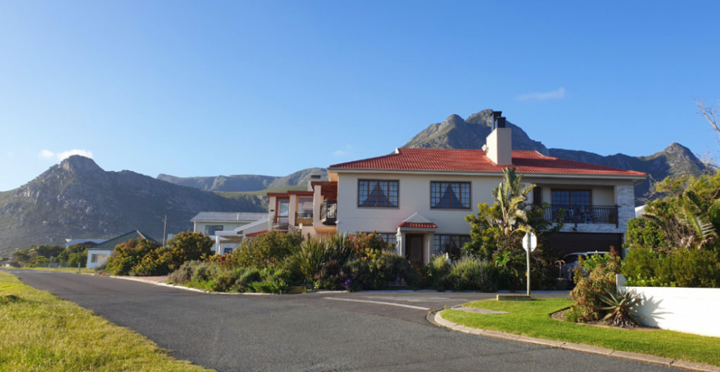 View of Whaler's Point Guesthouse in Kleinmond from road